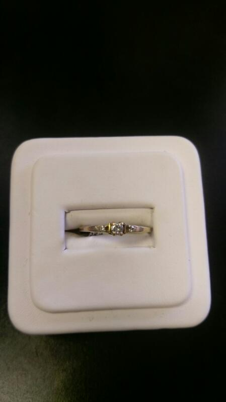 Lady's Gold Ring 10K Yellow Gold 2.6g size 7.5
