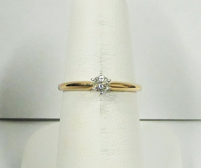 Lady's Diamond Engagement Ring .20 CT. 10K Yellow Gold 1.07dwt