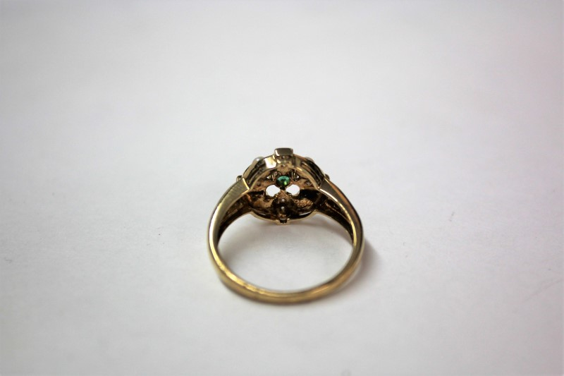 Emerald Lady's Stone & Diamond Ring 20 Diamonds .20 Carat T.W. 14K Yellow Gold