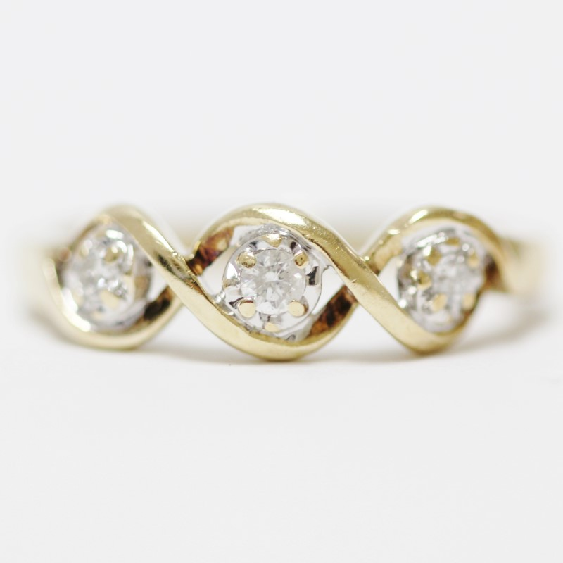 Twisting 10K Yellow Gold 3 Round Brilliant Diamond Ring Size 6.75
