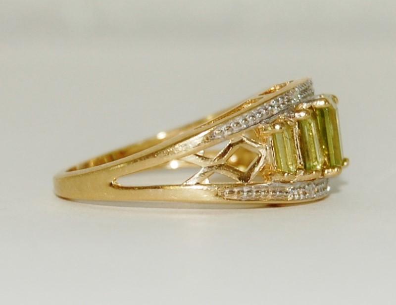 14K Yellow Gold Split Shank Emerald Cut Peridot & Diamond Band Ring Size 6.75