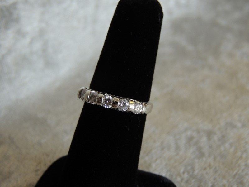 .75 CTW 5 Diamond Wedding Band Ring 14KWG 3.9g Sz. 7