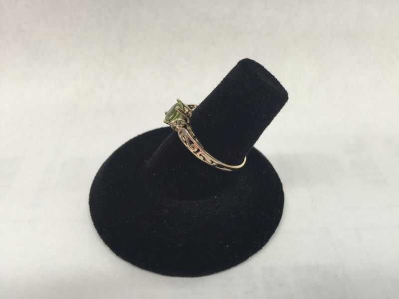 Y/G Green Stone Lady's Stone & Diamond Ring PERIDOT 4 Diamonds .04 Carat T.W.