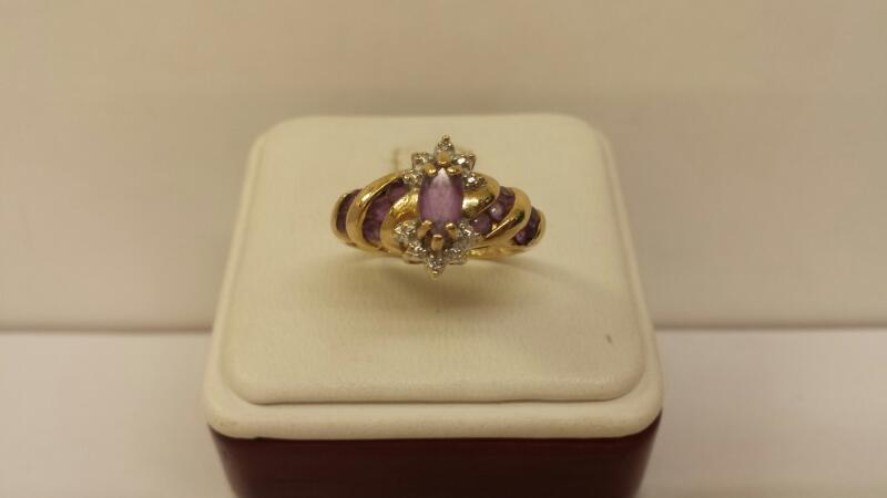 10k Yellow Gold Ring with 11 Purple Stones & 2 Diamond Chips 2.2dwt - Size 8