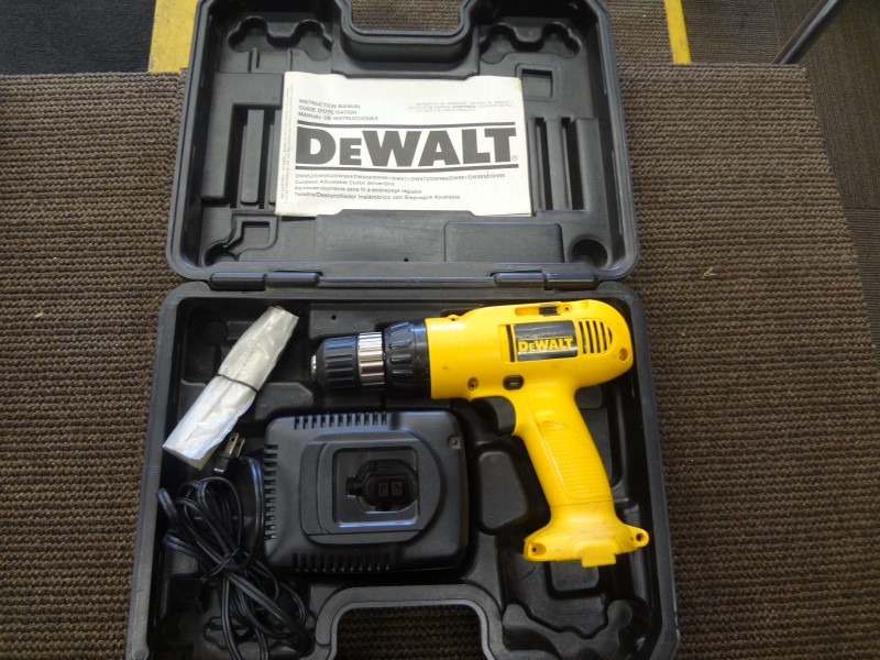 DEWALT CORDLESS DRILL DW952, NO BATTERY, WITH CASE