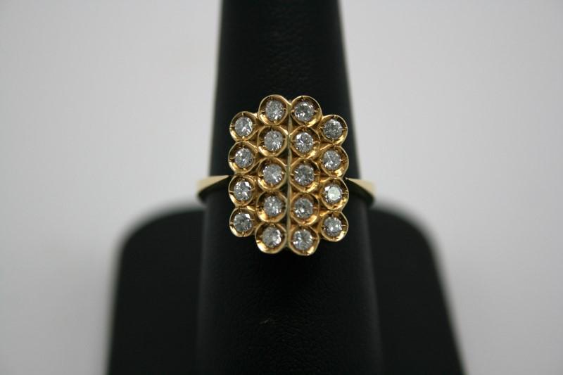 LADY'S FASHION DIAMOND RING 18K YELLOW GOLD
