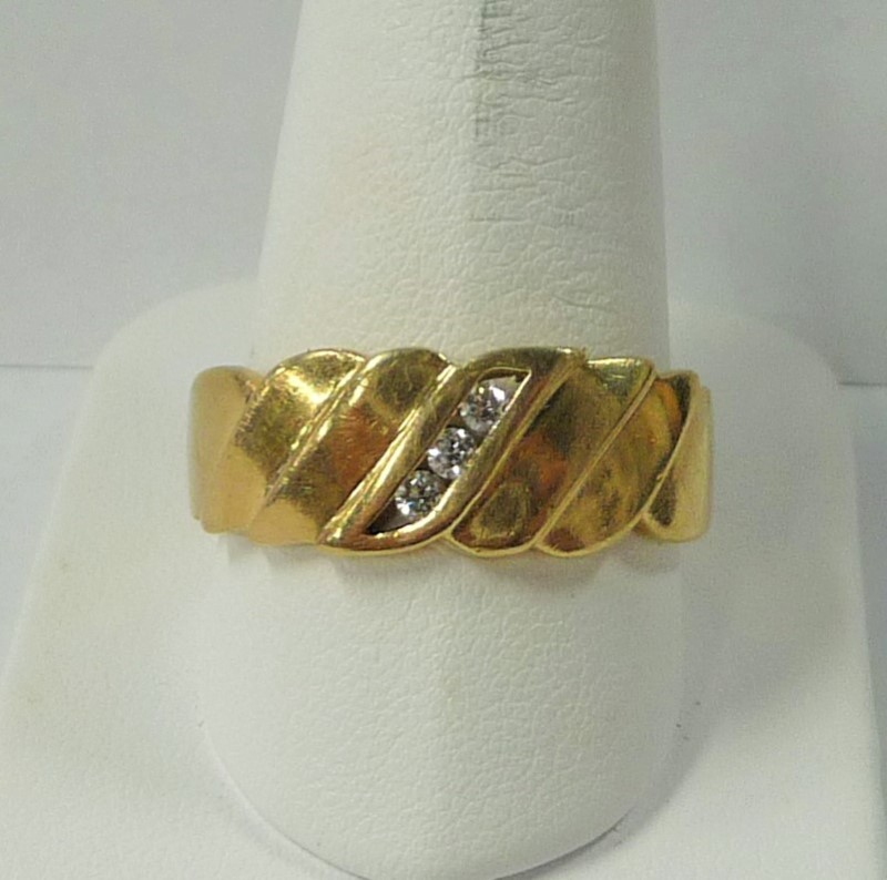 Gent's Gold-Diamond Wedding Band 3 Diamonds .21 Carat T.W. 14K Yellow Gold