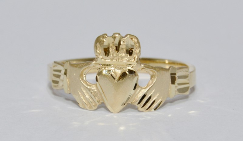 14K Yellow Gold Classic Diamond Cut Claddagh Irish Wedding Band Ring sz 7.75