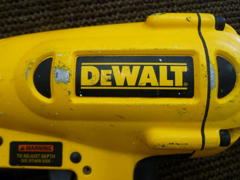 "DEWALT D51256 16GA 1-1/4"" - 2-1/2"" FINISH NAILER"