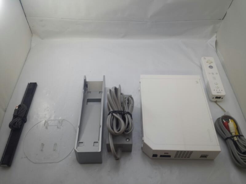 NINTENDO WII CONSOLE RVL-001 White GAMECUBE COMPATIBLE