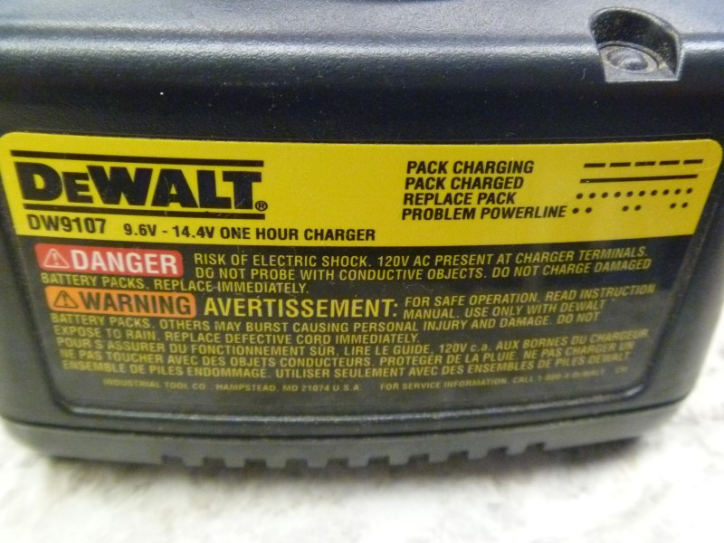DEWALT DW9107 9.6V - 14.V ONE HOUR CHARGER