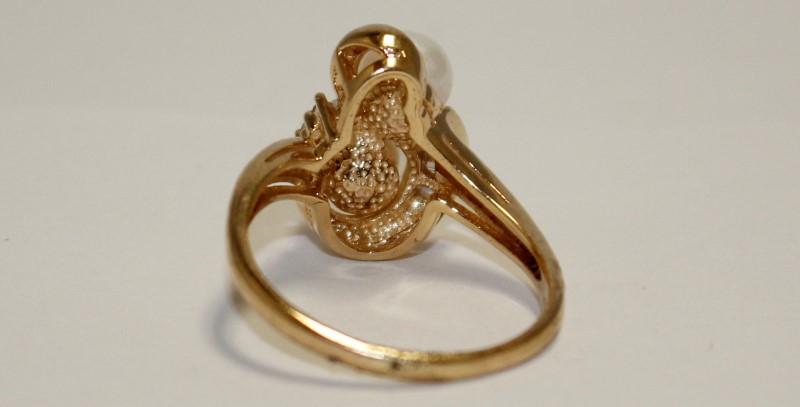 Pearl Lady's Stone & Diamond Ring 8 Diamonds .16 Carat T.W. 10K Yellow Gold