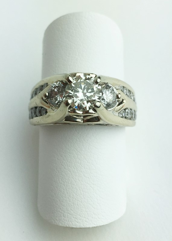 0.90cts Dia Cntr w 22 Diamonds 2.80 Carat T.W. 14K White Gold 9.66g