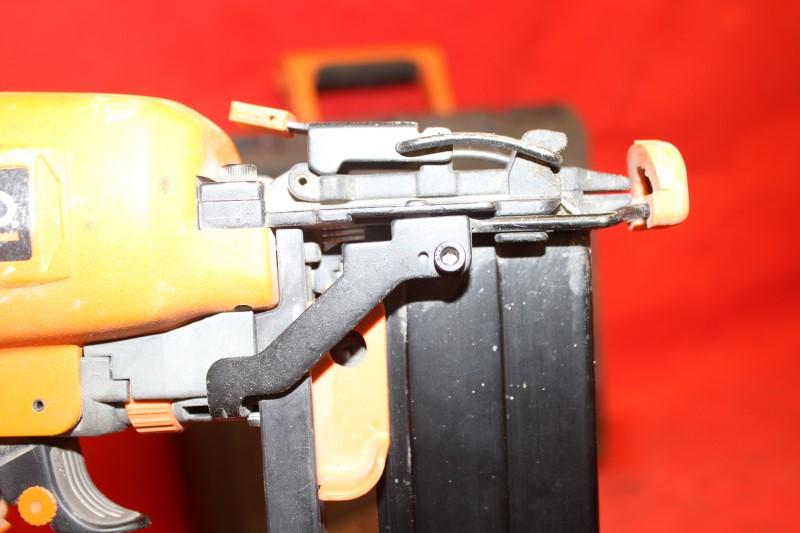 Ridgid 16-Gauge 2-1/2 Straight Finish Nailer R250SFA Air-Powered