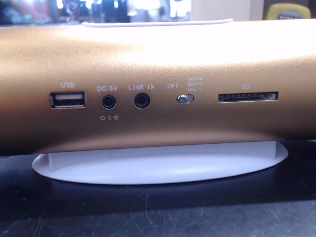 NO NAME OLDER STYLE IPOD DOCK (CHINA) NO POWER CORD  (NO MARKINGS)