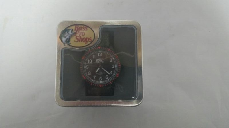 BASS PRO SHOPGENTS WRISTWATCH QUARTZ WATCH
