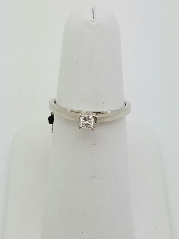 DIAMOND Lady's Diamond Solitaire Ring .15 CT. 14K White Gold 1.6dwt