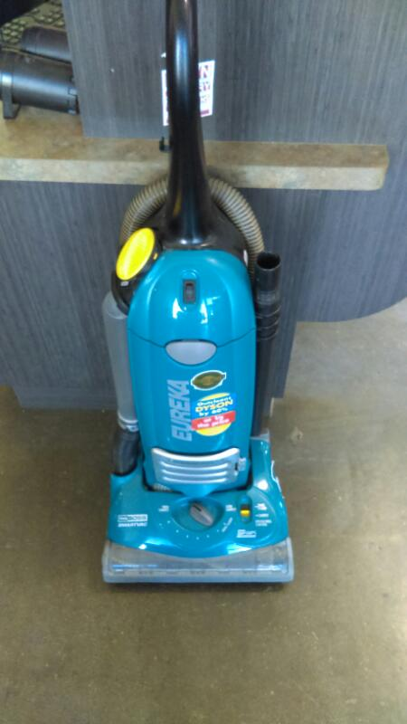 EUREKA Vacuum Cleaner 4870AT