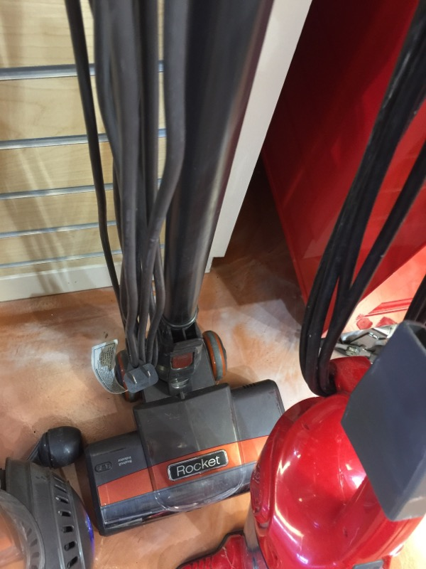SHARK Vacuum Cleaner HV301-26