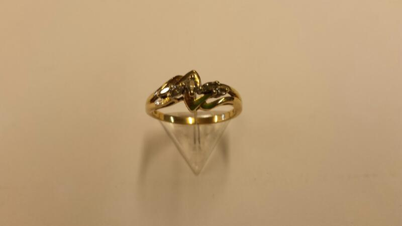 Lady's Diamond Cluster Ring 5 Diamonds .30 Carat T.W. 10K Yellow Gold 1.45dwt