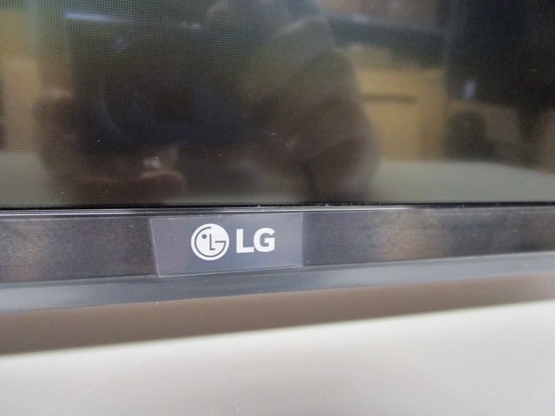 "LG 43LH5000 43"" FLAT PANEL TELEVISION, LOCAL PICK-UP ONLY"