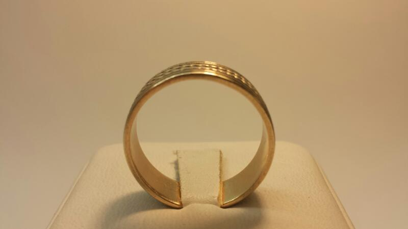 14k Yellow Gold Carved Band 3.9dwt - Size 10.5