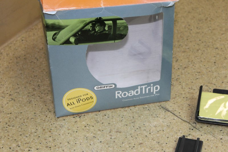 Griffin AM/FM Transmitter Roadtrip Complete Auto iPod Solution