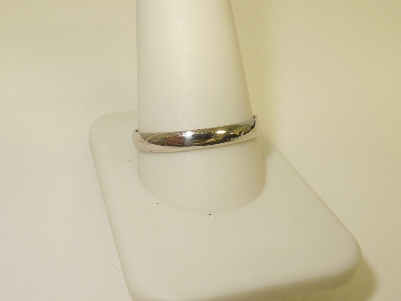 Lady's Gold Ring 10K White Gold 1.8g