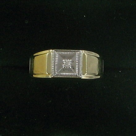 Gent's Diamond Solitaire Ring .02 CT. 10K Yellow Gold 2.4dwt