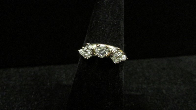 Lady's Diamond Wedding Set 13 Diamonds 0.41 Carat T.W. 14K 2 Tone Gold 4.8g Size