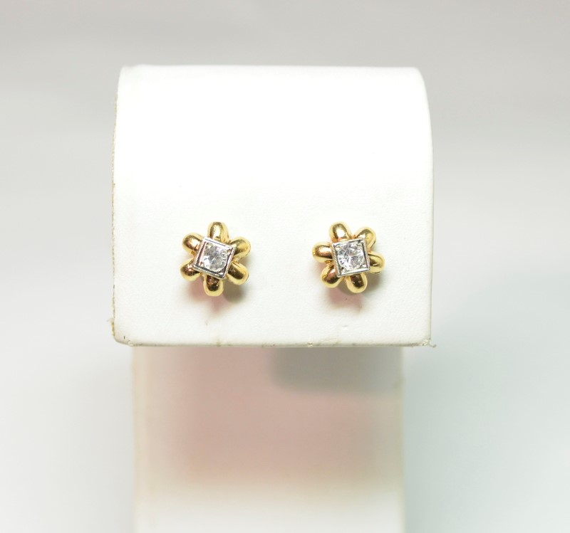 Vintage Floral Cubic Zirconia Stone Stud Earrings 14K Yellow Gold 2.1g
