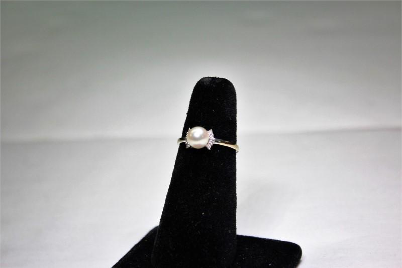 Pearl Lady's Stone & Diamond Ring 8 Diamonds .08 Carat T.W.