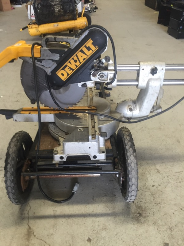 "DEWALT 12"" COMPOUND SLIDING MITER SAW DW708 WITH ROLLING CART/TABLE"