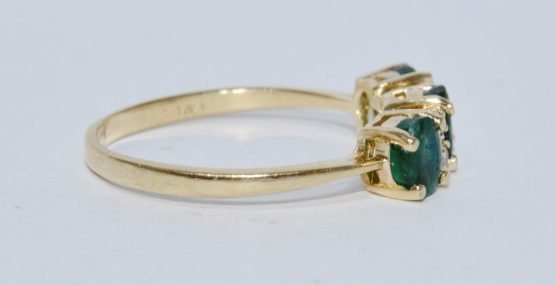 14K Yellow Gold Natural Round Emerald & Diamond 3-Stone Style Ring sz 8