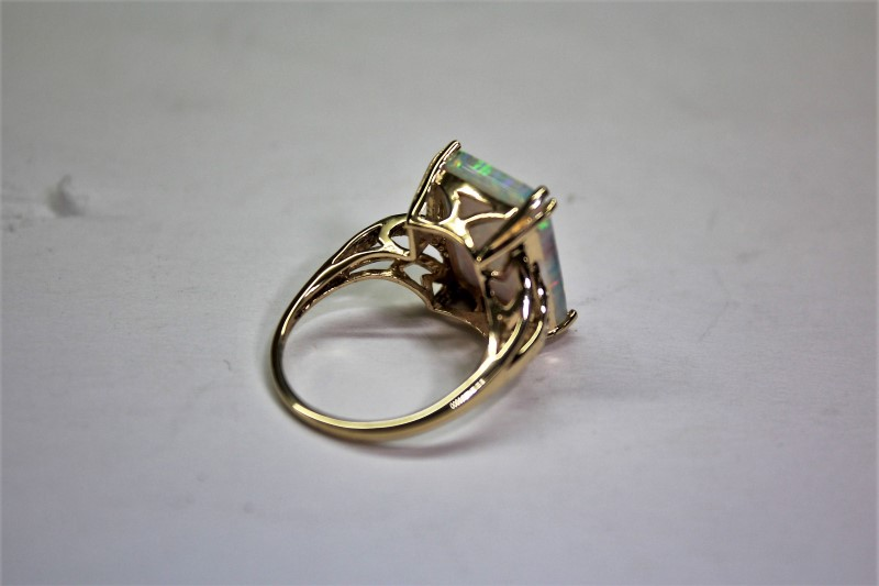 Opal Lady's Stone Ring 10K Yellow Gold 3.8g