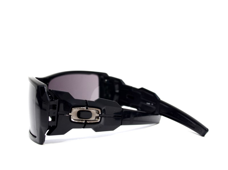 Oakley Men's Oil Rig Style Sunglasses with Warm Gray Lens in Case>