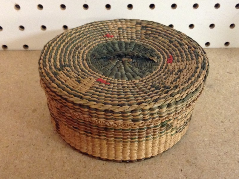 American Indian Blanket/Rug NATIVE AMERICAN BASKET