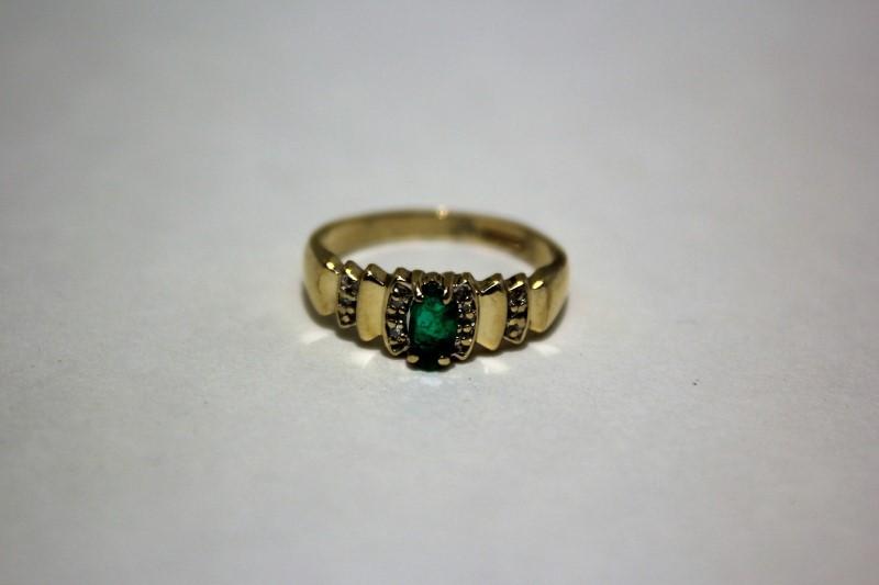 Lady's Emerald & Diamond Ring 6 Diamonds .030 CTW 10K Yellow Gold Size: 6