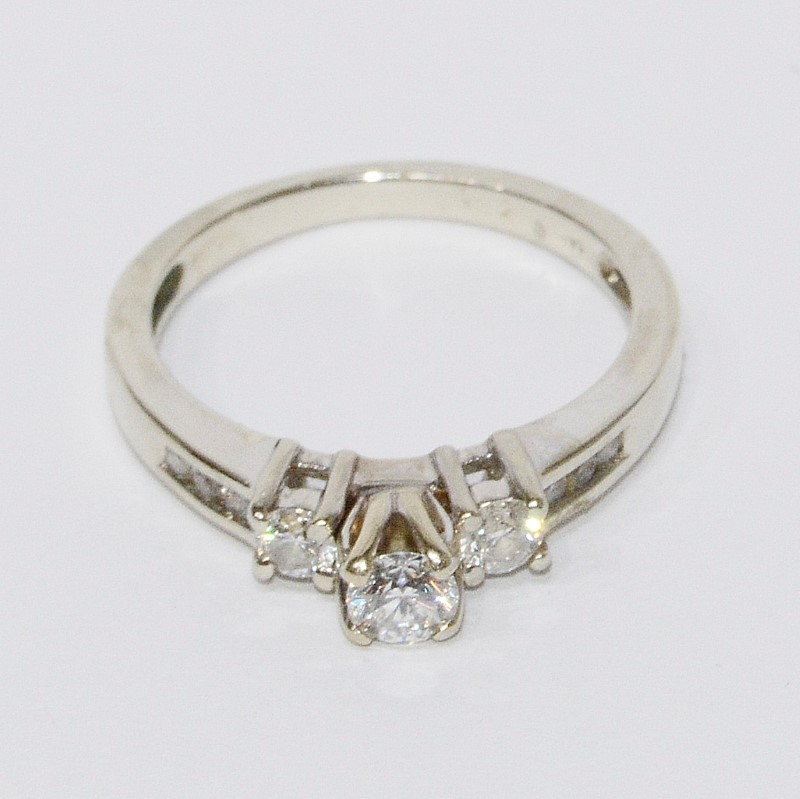 14K White Gold Three 3 Diamond Engagment Ring w/ Accents Size 6.5