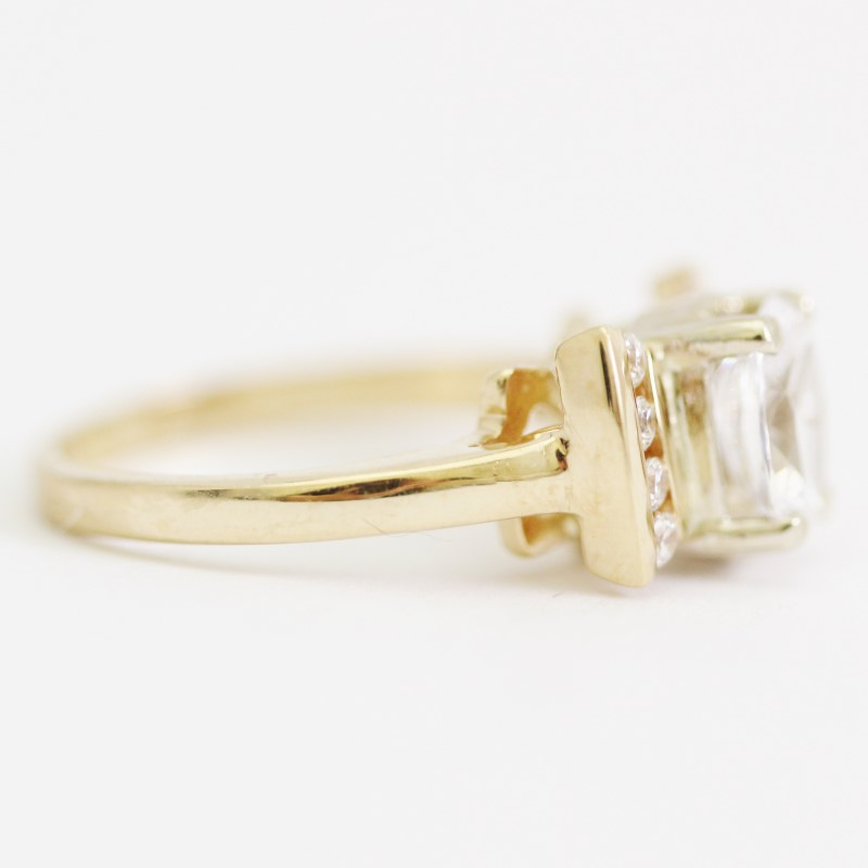 Women's 14KT Vintage Inspired Yellow Gold Oval & Round Cut CZ Ring Size 6