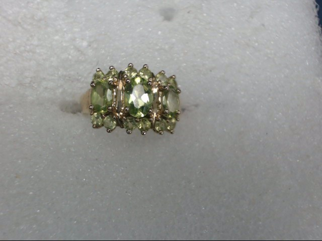 Green Stone Lady's Stone Ring 10K Yellow Gold 2.59dwt