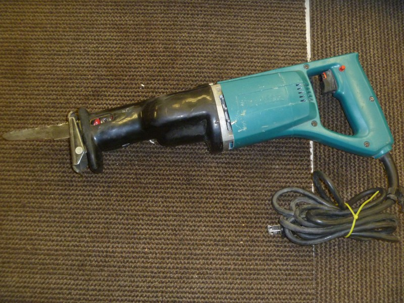 MAKITA JR3000V 6 AMP VARIABLE SPEED CORDED RECIPROCATING SAW WITH METAL CASE