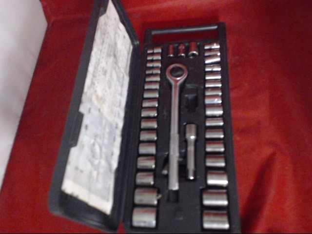 HARBOR FREIGHT TOOLS Combination Tool Set 40 PC TAP AND DIE SET