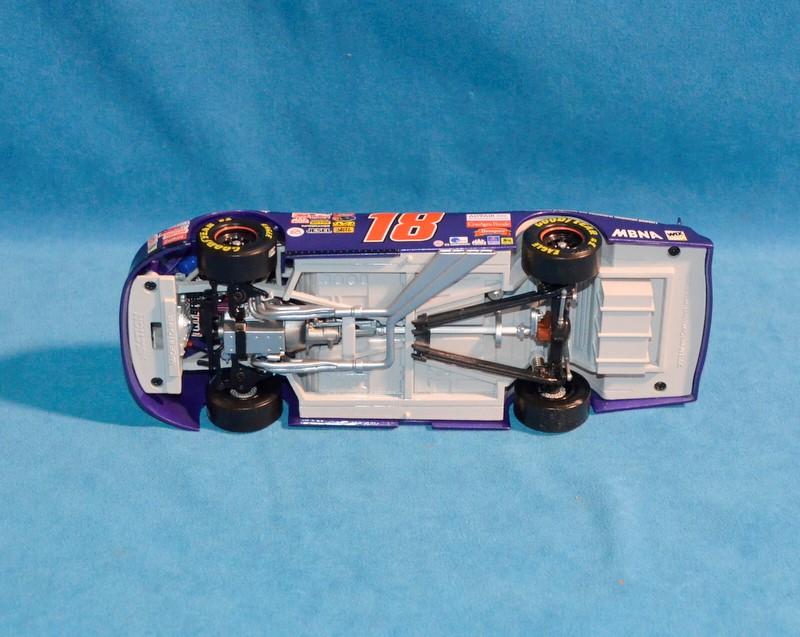 ACTION COLLECTABLES Bobby Labonte #18 NASCAR Advair 1:24 Diecast Car