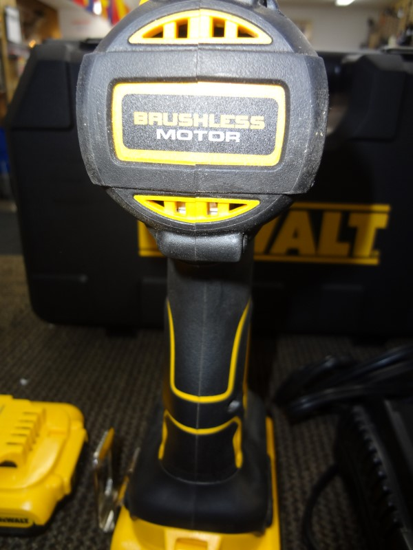DEWALT CORDLESS BRUSHLESS COMPACT DRILL DRIVER KIT 20V