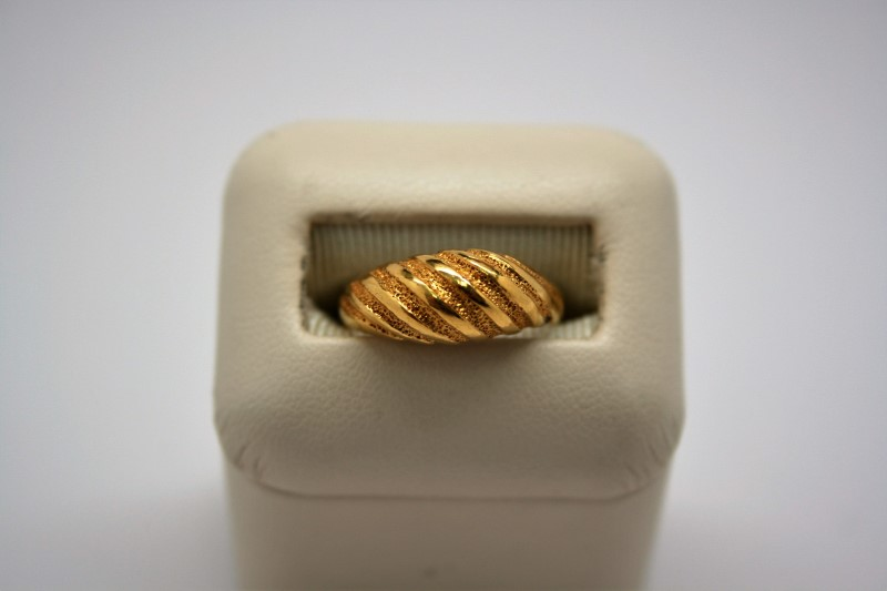 LADY'S FASHION STYLE RING 22K YELLOW GOLD