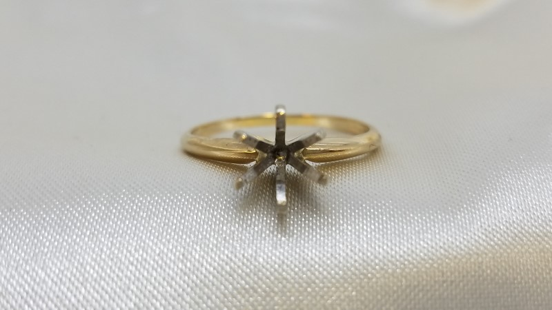 Lady's Gold Ring 14K Yellow Gold 2g Size:6.5