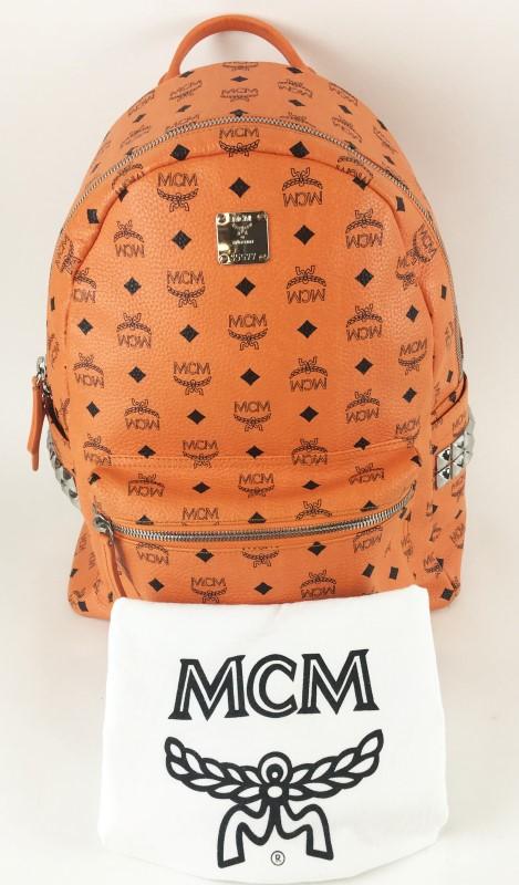 MCM BACKPACK STARK M STUD MEDIUM ORANGE