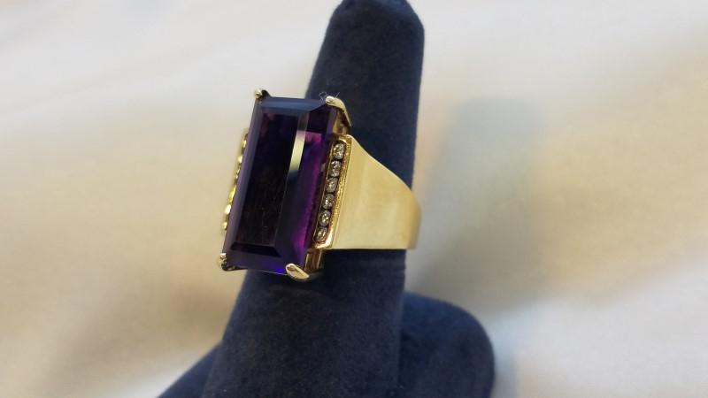 Amethyst Ladies Stone & Diamond Ring 12 Diamonds .12 Carat T.W. 14K