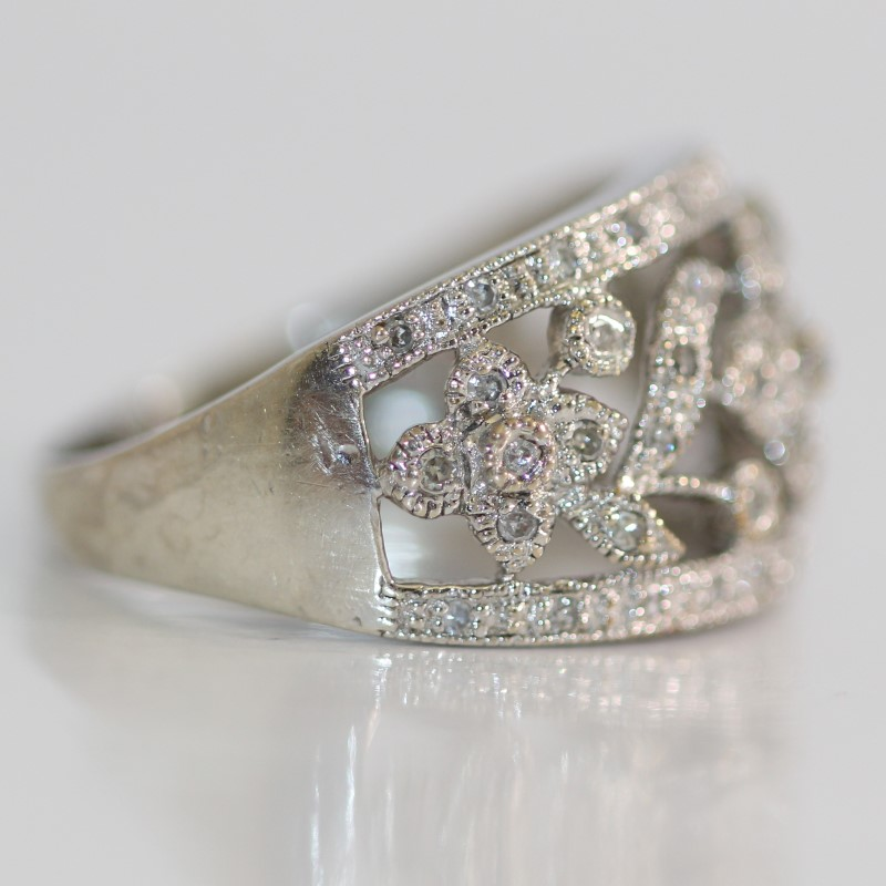 Vintage Inspired Silver & White Stone Floral Design Ring Size 7